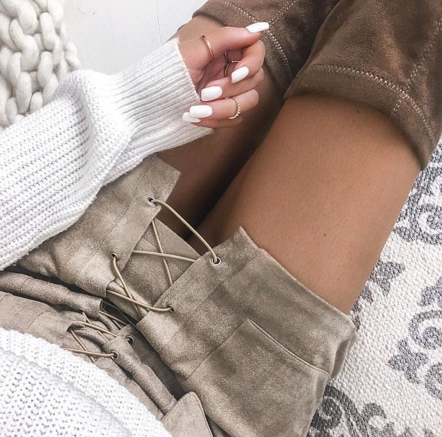 Lace up skirt.                                                                                                                                                                                 Más