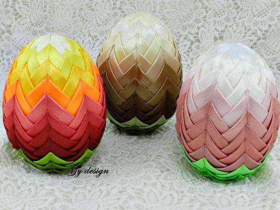 Degradare la decorazione dell'uovo di Pasqua trapuntati di Gydesi