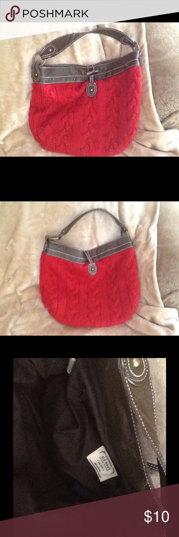 Old navy purse Vintage red cable knit purse with brown vegan trim. Clean with no stains or marks. Has 2 small nicks in brown trim. Old Navy Bags Hobos