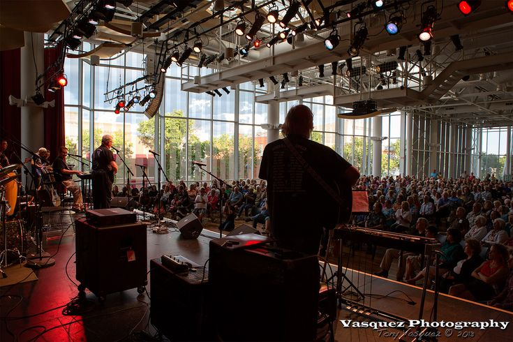 Concert at the Commons, downtown | Flickr photo by Tony Vasquez