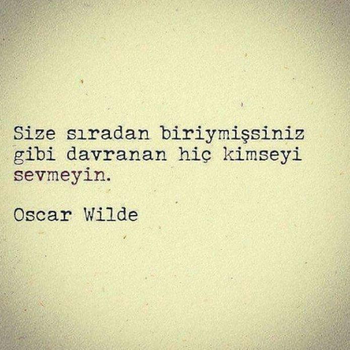 Size sıradan biriymişsiniz gibi davranan hiç kimseyi sevmeyin. - Oscar Wilde #sözler #anlamlısözler #güzelsözler #manalısözler #özlüsözler #alıntı #alıntılar #alıntıdır #alıntısözler #şiir
