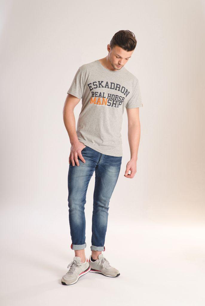 Een trendy slim fit shirt voor heren met korte mouwen en een ronde hals. Het shirt is comfortabel om te dragen, heeft een getailleerde pasvorm en is uitgevoe...