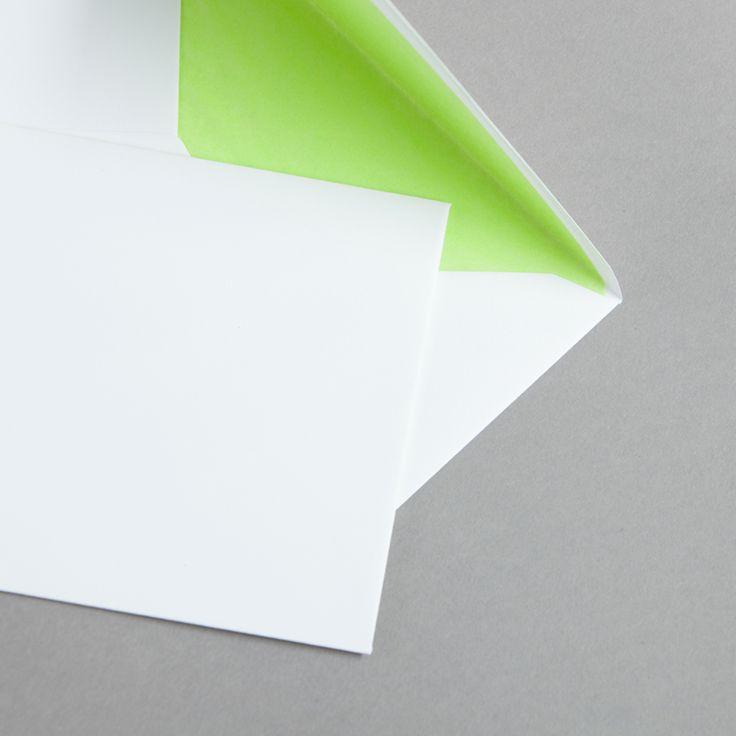 Weiße Hüllen DIN C6 mit Farbfutter Hellgrün