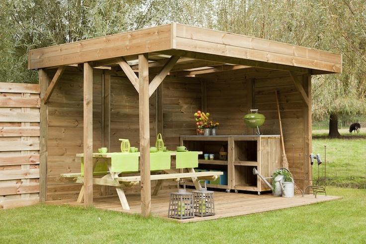 Houten terrasoverkapping voor uit de wind loungen in de tuin. Luxe Buitenverblijf van hout met doorschijnend dak voor extra licht. Van keteldruk geimpregneerd hout. Nu voordelig te koop bij houthandel Gadero. Gadero Productnr: VZ8980
