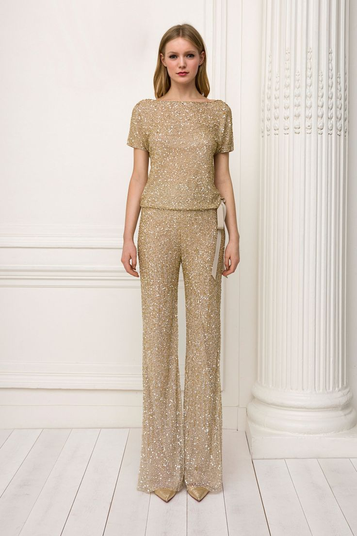 The complete Jenny Packham Pre-Fall 2018 fashion show now on Vogue Runway.