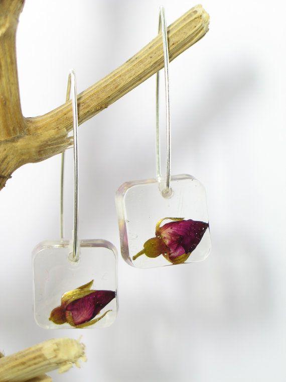 Pendienes de rosas. Capullo de rosa. botánico, joyería moderna, floral, pendientes colgantes