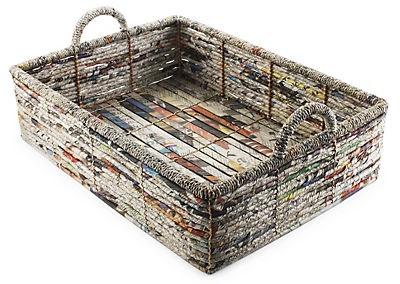 Cestas del almacenaje ecologicas. Los periódicos reciclados se convierten en arte funcional para el hogar - Eco-friendly storage baskets. Recycled newspapers become functional art for the home.