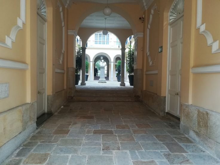 ¿No sabias de este lugar? ¡Qué esperas para venir!  Y conoce el Palacio Liévano. Visita: www.encontrastela... #EncontrasteLaCandelaria #Bogotá #Colombia #Candelaria  Fotografía tomada por: Lorena Correa