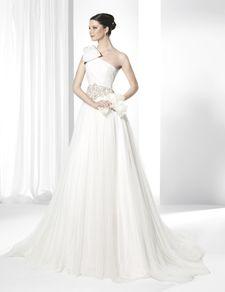 Rochii de mireasă stilul prinţesă confecţionată din tul de mătase,chiffon natural şi tul Plumeti.