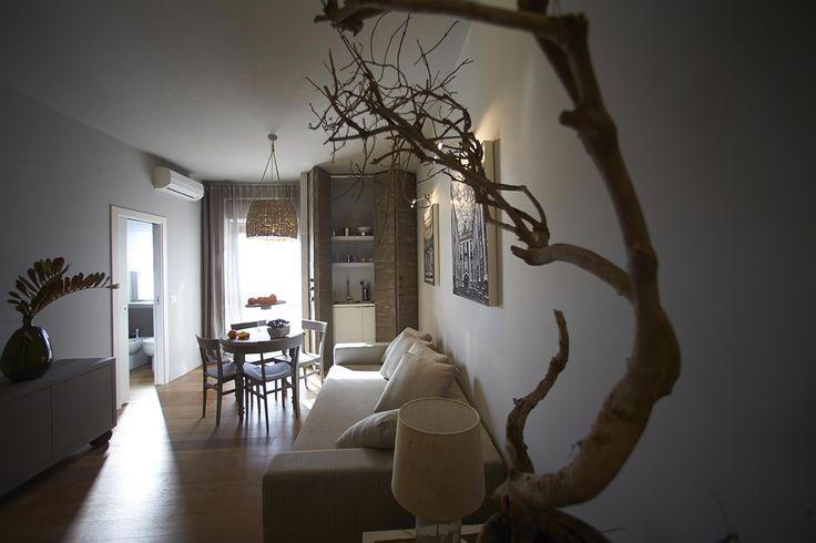 Sapiente scelta dei materiali costruttivi, cura per dettagli e arredi.  #residence #apartment #livingroom #Catania #Sicily #travel #holiday #leisure #businesstravel #design #luxury #style