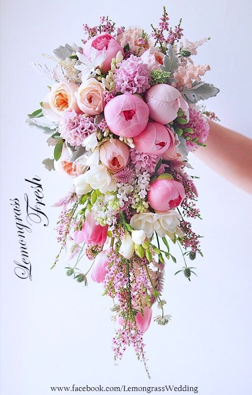 **waterfall size bouquet, surcharge will be applied