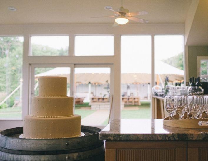 jason keefer photography faber charlottesville delfosse winery wedding cake inside tasting room