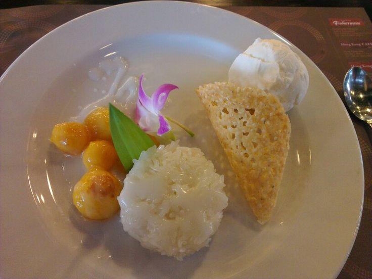 Mango with sticky rice & icecream