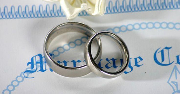 Cómo obtener una copia del certificado de matrimonio en California. En muchos estados, la obtención de una copia de un certificado de matrimonio es sencillo y fácil, pero en California es más difícil. A partir de 2010, la Oficina del Registro Civil sólo acepta solicitudes por correo, y cada solicitud de una copia autorizada debe incluir una declaración jurada legal que garantiza que tienes el derecho para ...