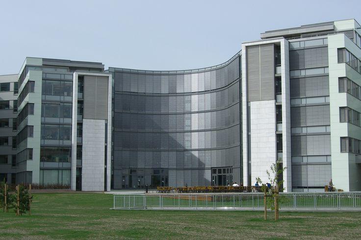 Aker Solution. Naturstein i fasader er levert av Naturstein Montering AS på Sundvollen i Hole Kommune
