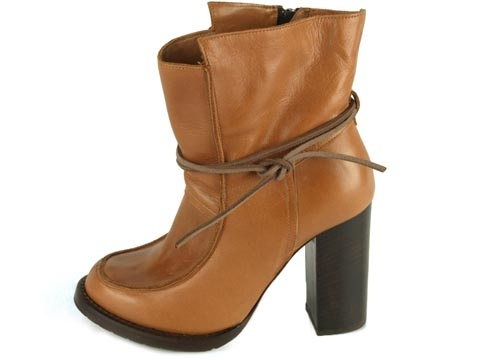 This combines all I love in a shoe! Natural leather, high heel, chunky look and the sami touch. Shoes from Hope Sweden.