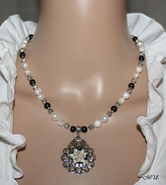 Trachtenschmuck -  Halskette-Süßwasser-Perlen-Edelweiß - ein Designerstück von MartinDesign bei DaWanda