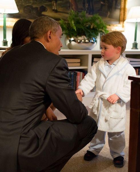 ジョージ王子がバスローブ姿でオバマ大統領とご対面