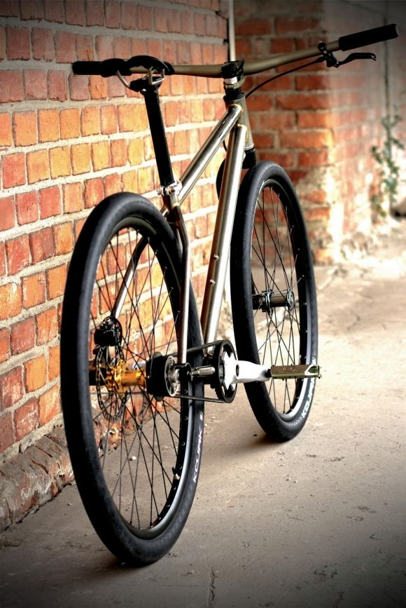 street killer by singlebe bikes. this bike is so choice, i'm willing to forgive the weird half-fork