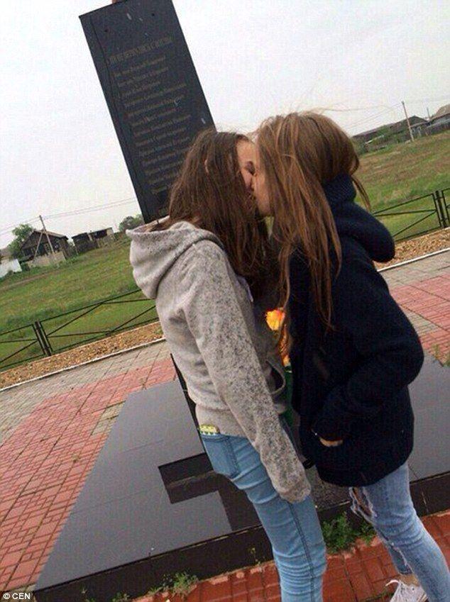 Mommy Loves Teen Lesbian