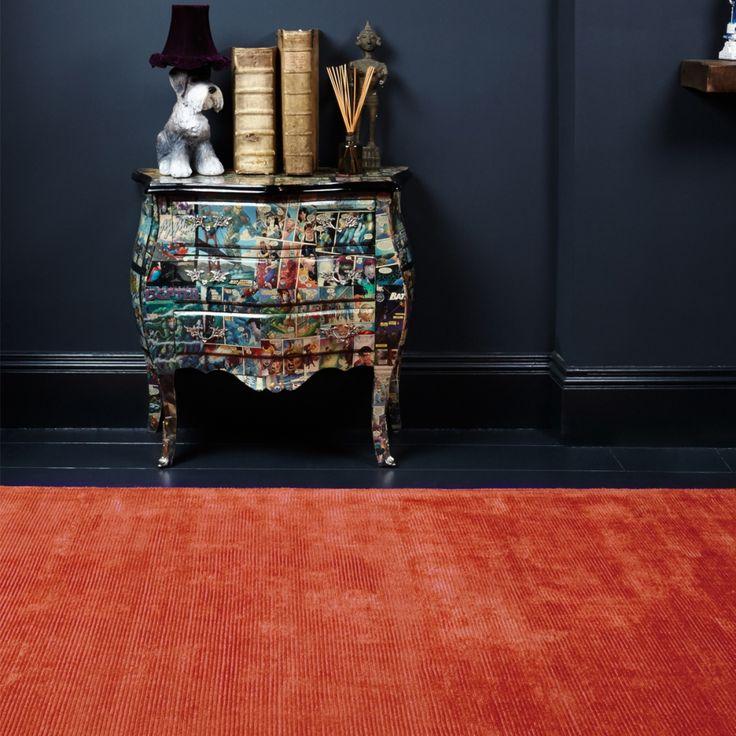 Tapis rouge en laine et coton pour un look industriel, cocooning ou design.  #tapis #rouge #design #déco