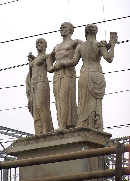 """Gerrit Jan van der Veen (Amsterdam, 26 november 1902 - Overveen, 10 juni 1944) was een Nederlandse beeldhouwer en een leider van het Nederlands verzet tijdens de Tweede Wereldoorlog. Het beeld """"De Eendracht Van Het Land"""", door hem ontworpen en gekapt door de Amsterdamse beeldhouwer G.W. Harmsen staat sinds 1940 boven de Leidseveertunnel in Utrecht. Het was zijn laatste beeldhouwwerk."""