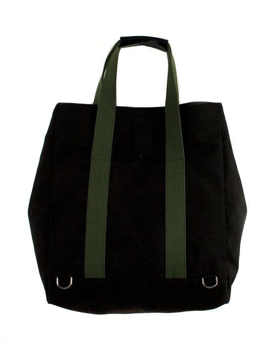 Salbei Black Line Backsac mit 100 % Baumwolle für ein weiches Gefühl gemacht. Scharfe Struktur, vordere zentrale Innentasche, Tasche und Clip-Verschluss. Größenänderung Clip an den Seiten. 100 % natürlicher Baumwolltwill Futter mit Streifen. Nickel-Schnallen und Schließung. Details in feinem Leder und schwarzer Baumwolle Riemen. Verstellbare, abnehmbare Baumwolle Gurt. Dieses vielseitige Backsac kann als Handtasche oder Rucksack verwendet werden.  Breite: 33 cm x Höhe: 37 cm x Tiefe: 13 cm…