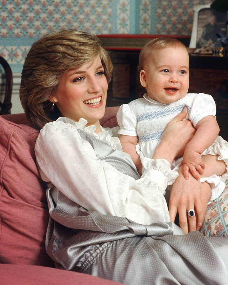 Princess Diana and Little Prince William, 1983  Please more comments.. ☺