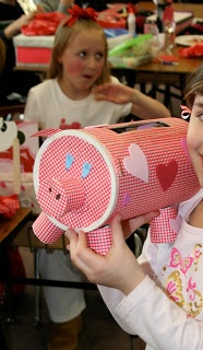Mommy Lessons 101: Creative Valentine Boxes I've Seen...(I'm sure you can make something else, other than a pig!) :-)