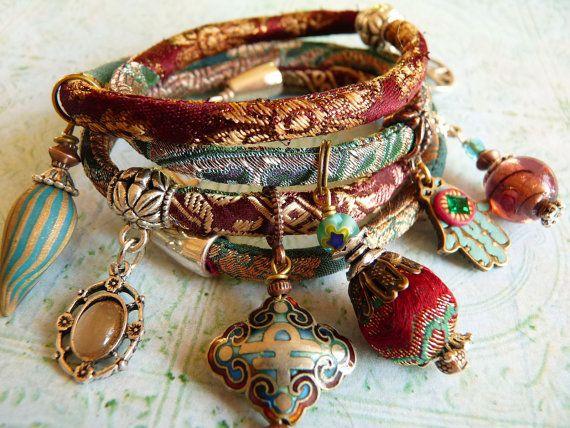 Red wine brocade wrap bracelet van ellivira op Etsy