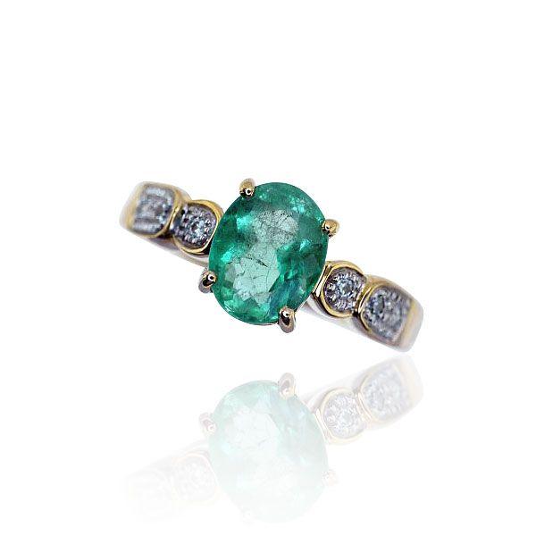 Smaragd-Diamantring mit oval facettiertem Smaragd 1,94ct und 0,07ct Diamant in 750 Gelbgold #Schmuck #Schmuckboerse #vintage #verlobung #diamant #brillant #antiquejewels #vintage #emerald #smaragd #jewelry