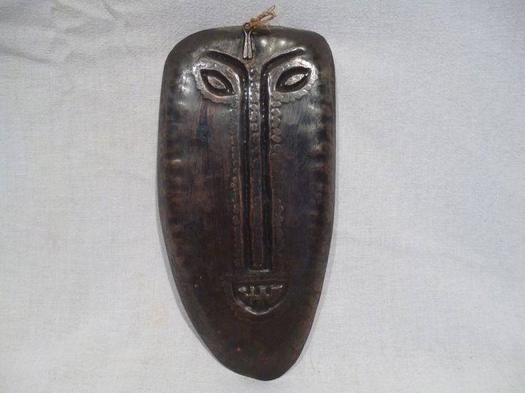 Régi falra akasztható kalapált ötvösmunka, bronz maszk arc. Tetején jelzés: Percz János Szélesség: 9 cm, Hosszúság: 18 cm