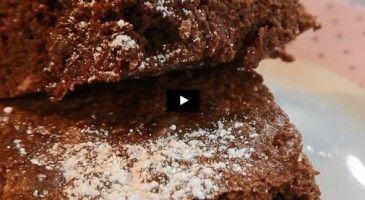 Re-découvrez la célèbre recette gourmande du fondant au chocolat, revue par le chef Cyril Lignac.