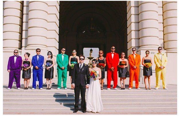 Bruidsmeisjes in het zwart en de mannen in kleur!!