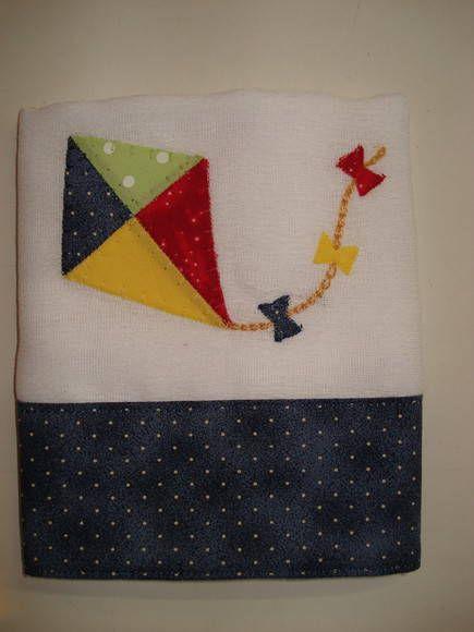 Feito com tecido fralda duplo e aplicação com caseado. R$ 13,00