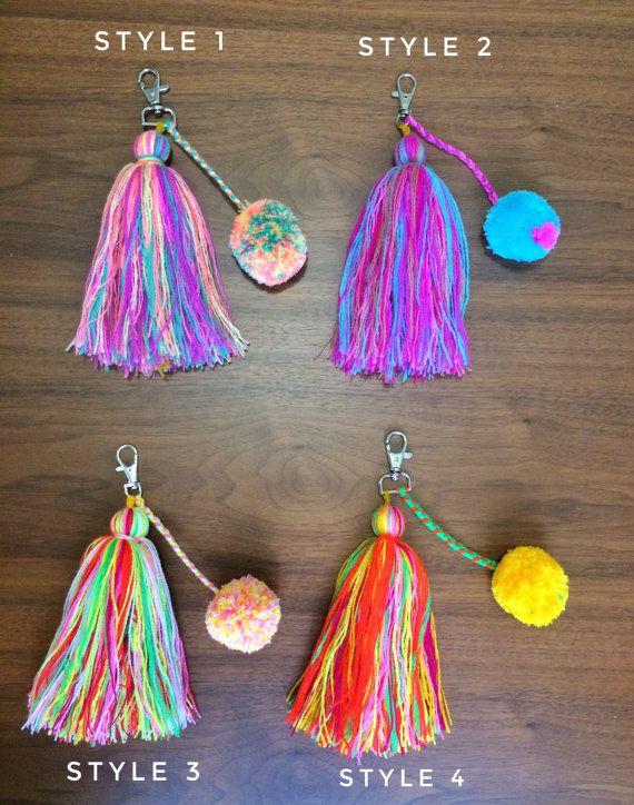 pom pom and tassels keychain BIG size / colorful por ChiapasbyJUBEL