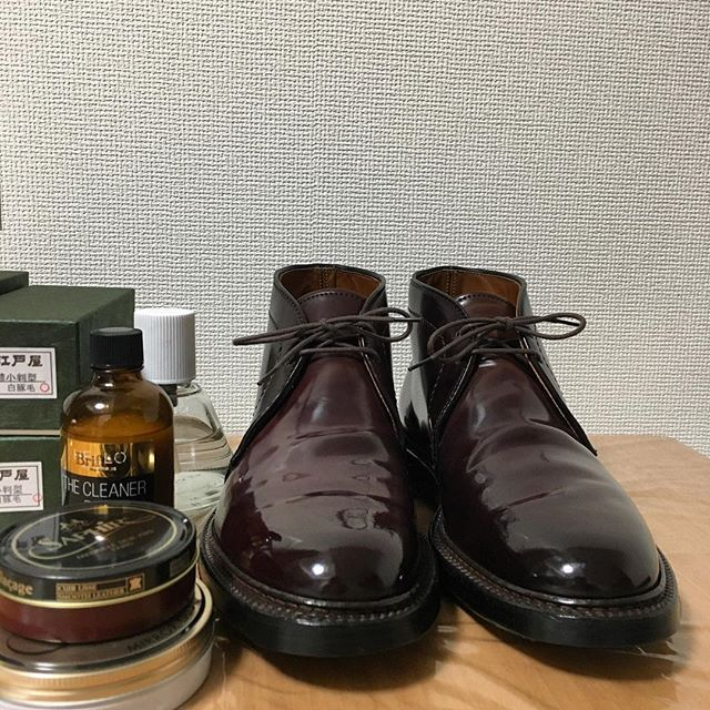 2017/12/30 22:06:23 fjt_jp Shined newly got (but used) Alden1339.  The overall condition is much better than expected. It's a really good deal. . ユーズドでゲットしたAlden1339をメンテ。 想像してたよりコンディションが良くいい買い物でした。 . #alden #alden1339 #shellcordovan #burgandy #brifth #saphir #edoya #オールデン #コードバン #サフィール #江戸屋ブラシ