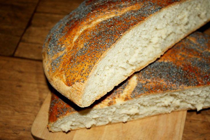 """<p>Prosty pszenny chlebek To bardzo prosty przepis na chlebek , który zawsze się udaje . Smakuje świetnie , szczególnie kiedy jest jeszcze lekko ciepły , z masełkiem i dżemem .. mniam Naprawdę polecam wypróbowanie tego przepisu , warto mieć na kolację takie delicje , a w domu obłędny zapach pysznego, …</p><div class=""""sharedaddy sd-sharing-enabled""""><div class=""""robots-nocontent sd-block sd-social sd-social-icon-text sd-sharing""""><h3 class=""""sd-title"""">Podziel się:</h3><div ..."""