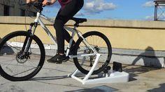 Con este rodillo para bicicletas puede generar tu propia electricidad gratis