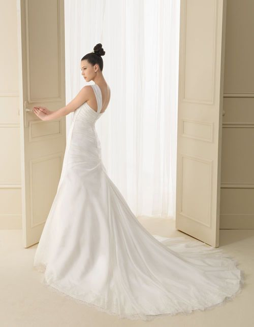 133 INDIGO | Wedding Dresses | 2012 Collection | Luna Novias (back)