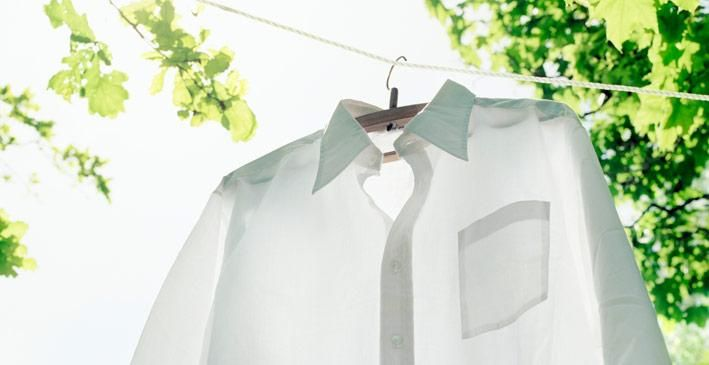 Se le macchie di sudore o di deodorante hanno ingiallito maglie, federe, vestiti ecco: 4 rimedi per sbiancare capi ingialliti naturalmente