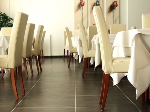 La sala pranzo dell' Hotel Terme Alessandra Gonzaga ( con sedie DEBORA S )
