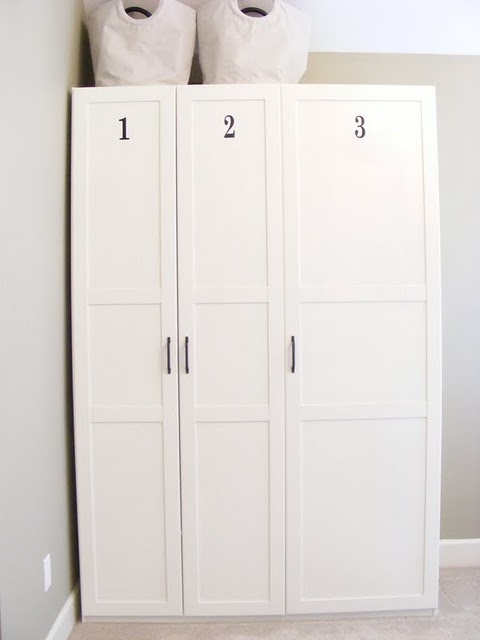 Cabinets for a room with a small closet or a room with no for Ikea guardaroba dombas