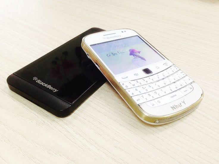 #inst10 #ReGram @xu_xu0312: Chào mừng ngày anh ấy quay trở lại sau bao năm xa cách ko được ở cùng nhau.  Cặp đôi huyên thoại đây mà  #blackberry #blackberrygirls #bbz10  #bb9900white #couples #iuiu # #BlackBerryClubs #BlackBerryPhotos #BBer