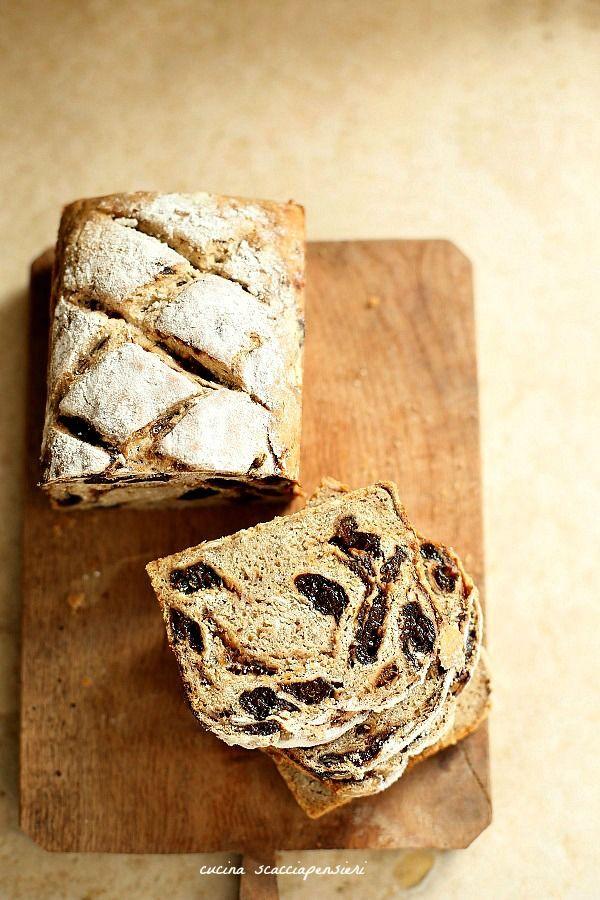 Pane di segale e avena con prugne secche