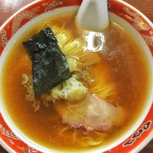 煮干しの香りのコクが有る澄んだスープと、美しく揃えられた麺のラーメン。 美味しゅうございました。 ちなみに餃子もとても美味しいです。 支那ソバ かづ屋 @目黒区下目黒 - Hiroshi Kikuchi - Google+