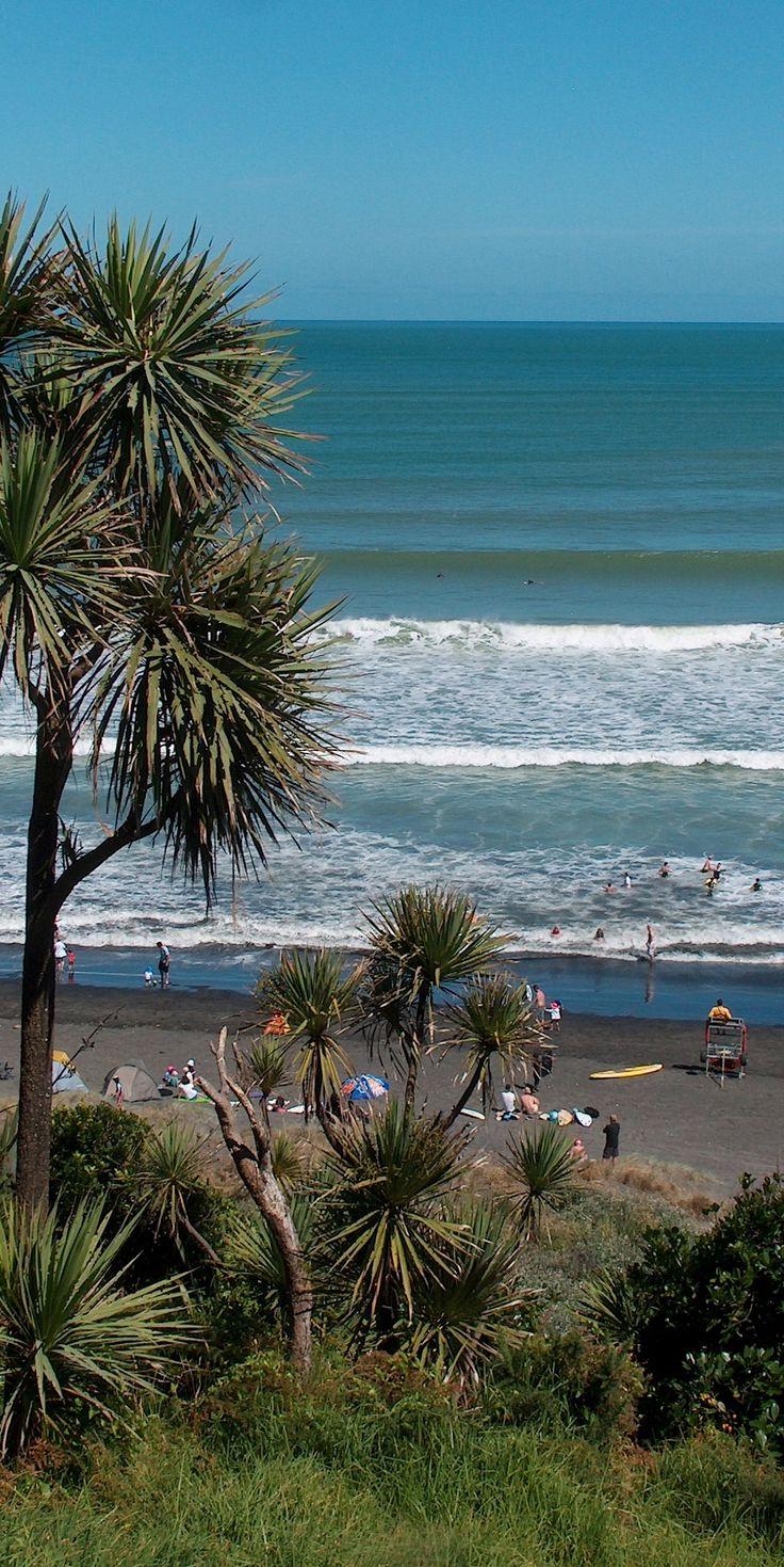 At Ngarunui - Raglan Beach, NZ