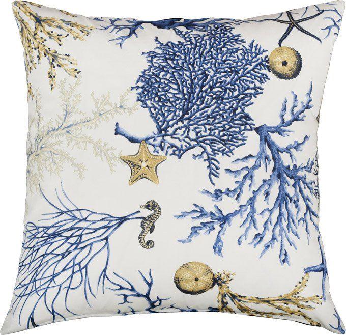 Kuddfodral Carnatic Blå med sjöhästar, sjöstjärnor, koraller. Cushion coral, seahorse, sea urchin, seastar. http://longcoastliving.se/kuddar/monstade/kuddfodral-carnatic-bla/