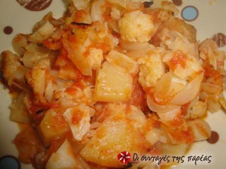 Κουνουπίδι ψητό με ντομάτα και πατάτες
