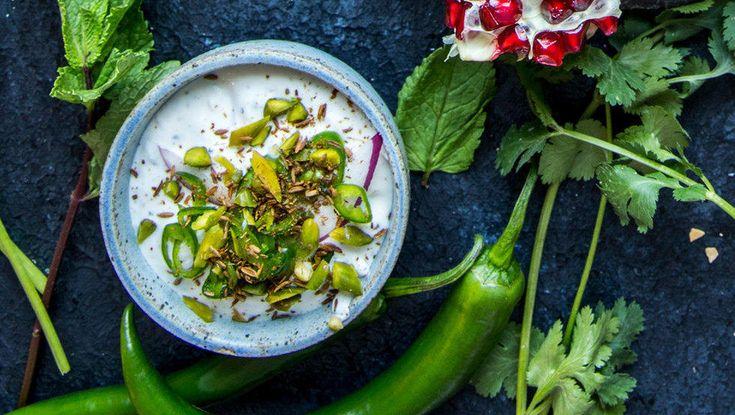 Raita kan varieres etter smak og ønske, for eksempel kan den smakes til med garam masala eller ingefær. Eller du kan tilsette agurk og/eller tomat i terninger. Frukt er også en mulighet. Hva med bananraita?